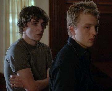 Kyle Gallner und Noel Fisher in 'Red'